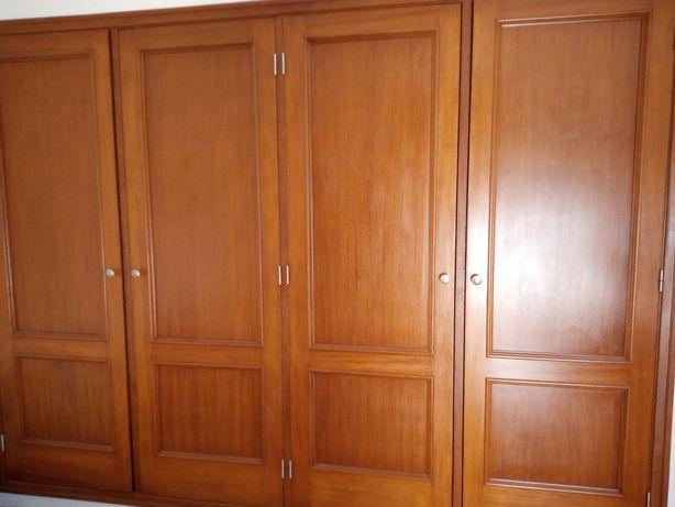 Portas de madeira maciça p/ roupeiro
