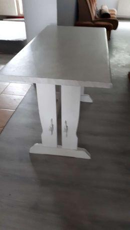 Kuchenny stół na drewnianym stelażu