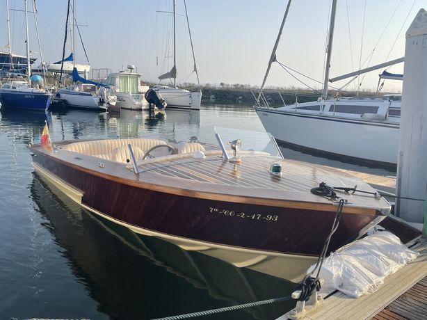 Barco (tipo Riva) 6.0 metros