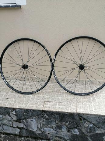 Par de rodas Dt Swiss x1900 spline 29