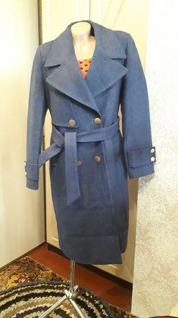 Новое теплое пальто 48 размера
