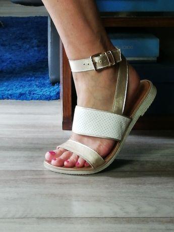 Skórzane biało-złote sandały Lasocki
