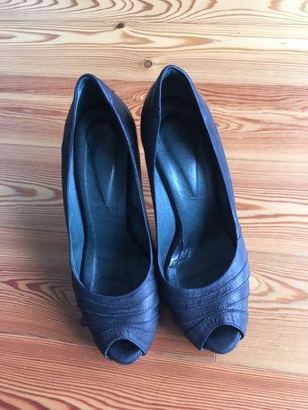 Sapatos em pele preto