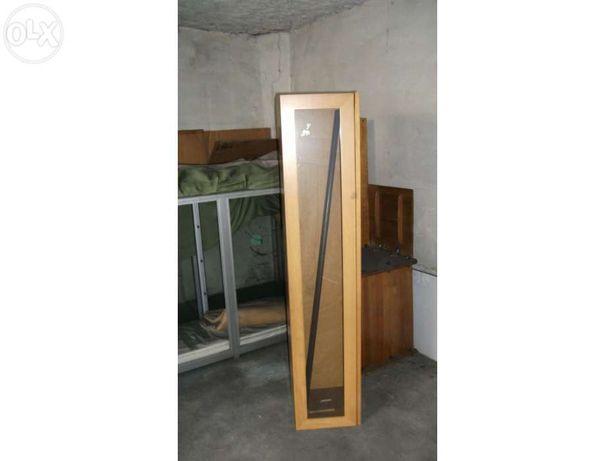 Vendo Móvel de madeira côr de cerejeira com porta em vidro