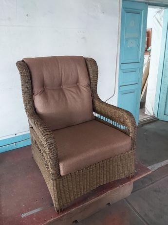 Крісло із штучного  ротангу