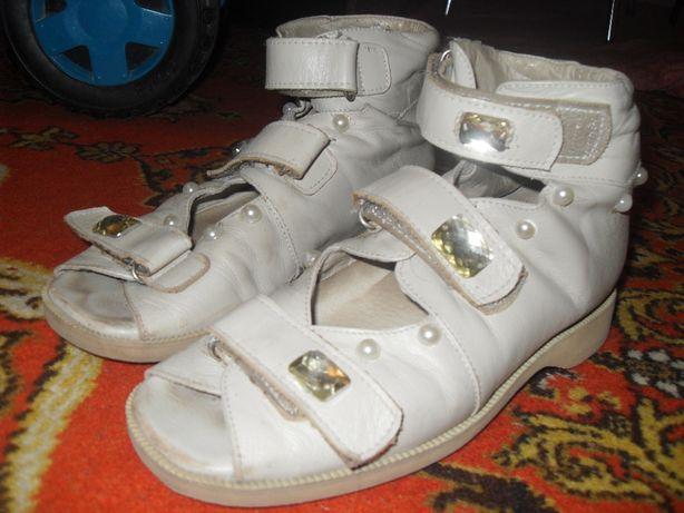 Ортопедическая обувь (босоножки)
