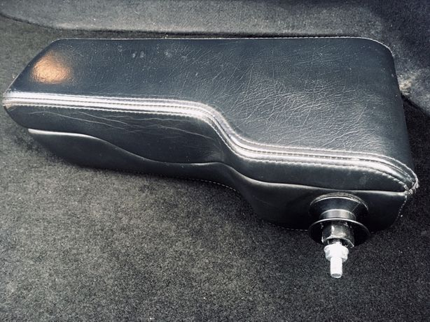 Podłokietnik ORI do Audi 80 90 A6 A4 skora stan bardzo dobry