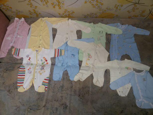 Пакет одежды на новорожденного р.56.