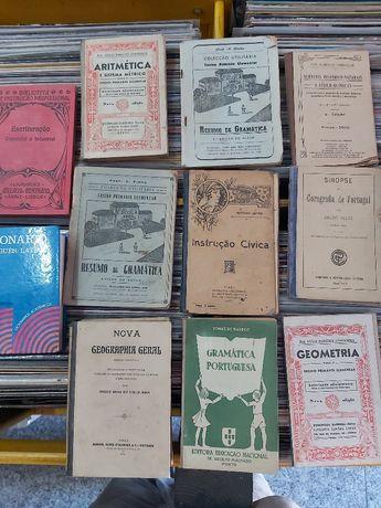 Livros de escola antigos