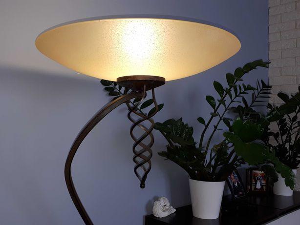 Stylowa lampa stojąca