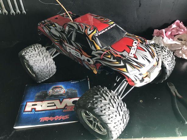Model spalinowy Traxxas Revo 3.3