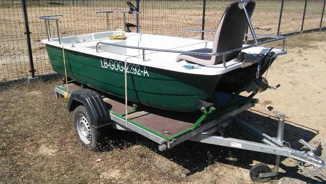 łódź wędkarska z przyczepką