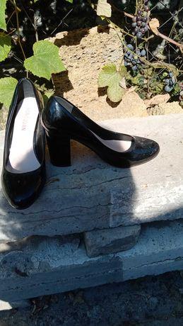 Отдам босоножки и туфли 36 размер