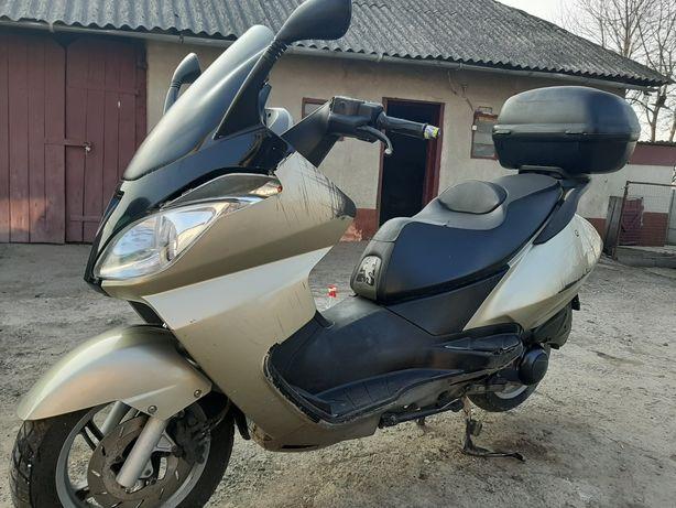Продам максі скутер Aprilia