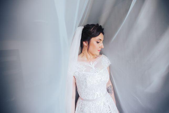 Весільна сукня колір айворі, шикарне мереживо і атлас