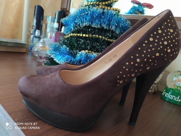 туфлі на підборах нові