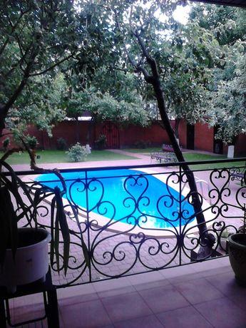 Сдам дом с Бассейном, гараж, шикарный сад