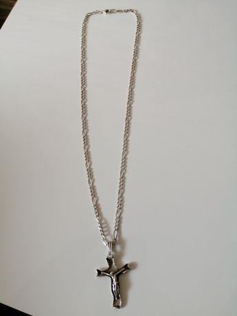Srebrny lancuszek z krzyżykiem
