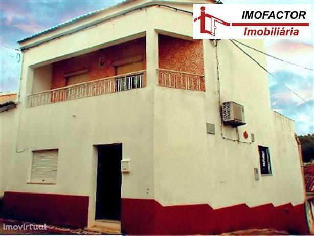 Moradia V3 com Garagem e Terreno - Vila Velha de Ródão
