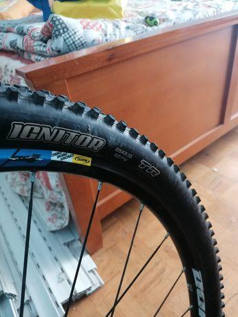 """Par de pneus roda 29 tubeless """"negociável"""""""