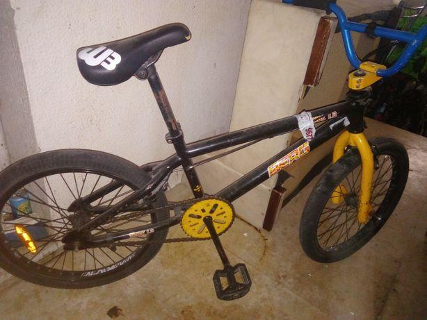 Bicicleta BMX com volante de competição