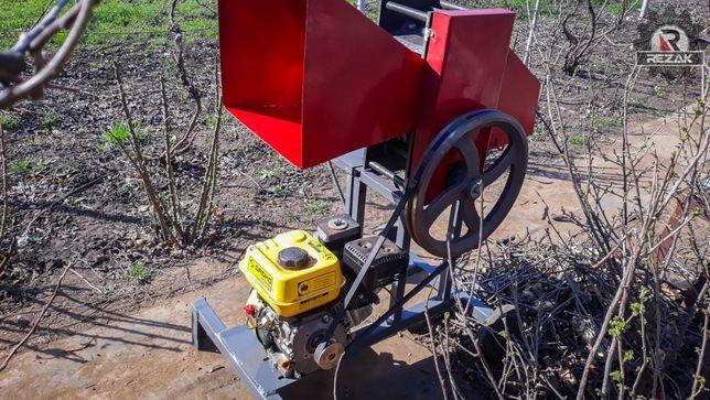 Измельчитель веток REZAK РБ 80, на прицеп. Бензиновый двигатель