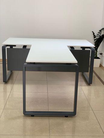 Стильный офисный стол руководителя