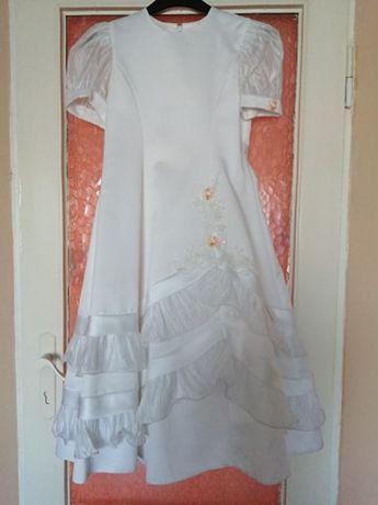 sukienka komunijna 140-146cm w kolorze białym, delikatnie zdobiona