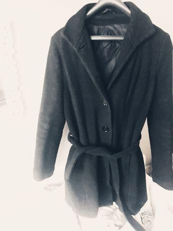 czarny płaszcz płaszczyk r. uniwersalny M