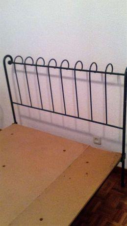Quarto de cama em ferro trabalhado