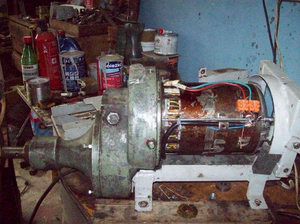 elektrownia .wiatrowa.wodna.generator.prądnica
