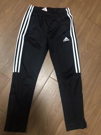 Спортивные штаны Adidas оригинал 9-10 лет