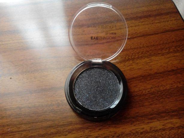 Sombra preta com cintilância (H&M)