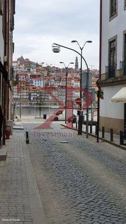 Prédio, 331 m², Santa Marinha e São Pedro da Afurada