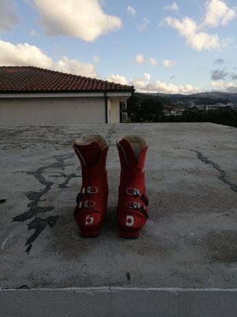 Botas de neve usadas