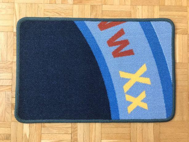 NOWY nieużywany dywanik łazienkowy 40 x 60 cm
