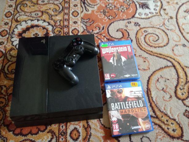 PS 4 z całym okablowaniem i 2 grami