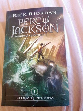 książka Percy Jackson i złodziej pioruna