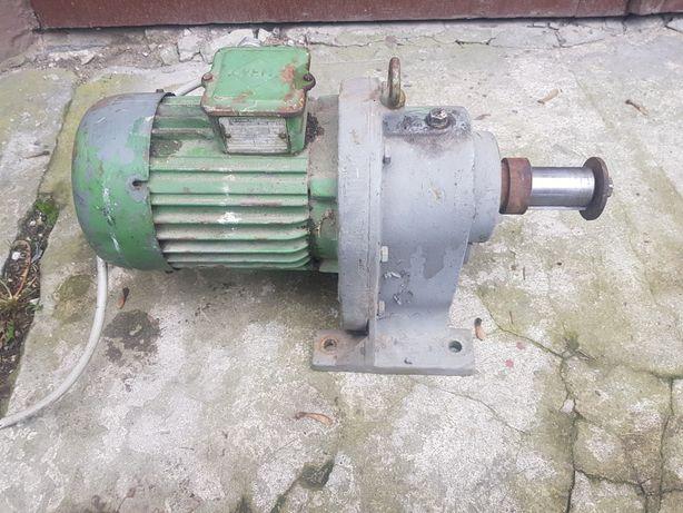 Motoreduktor silnik reduktor 0,55kw 32obr/min 380v stan bdb