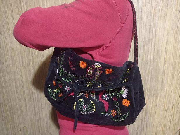 Велюровая сумка с вышивкой