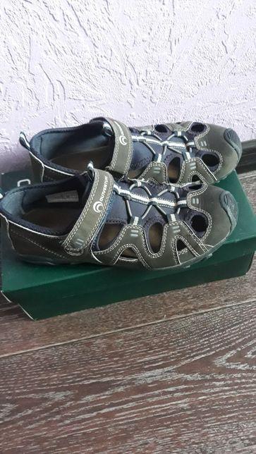 Продам сандалии Qutveture на мальчика