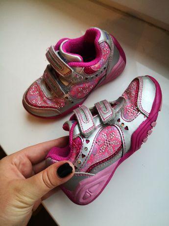 Różowe buty 23 świecące podeszwy podczas chodzenia buty dla dziewczyn