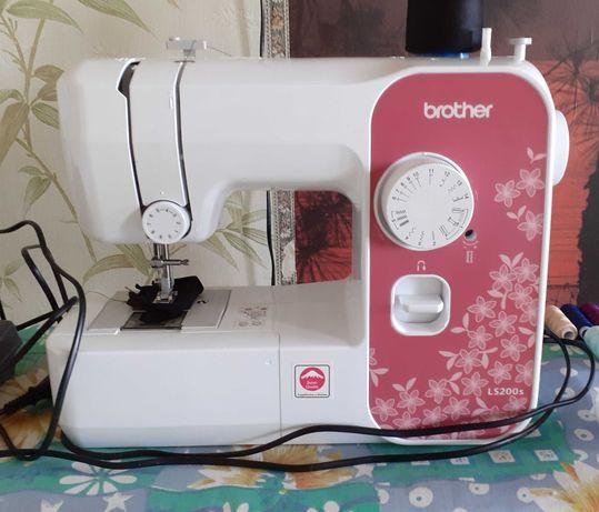 Швейная машина + всё что на фото.