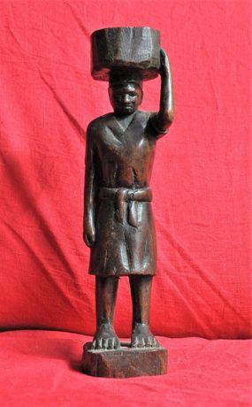 Escultura de mulher moçambicana