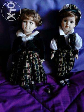 Boneca de porcelana 'Gémeos vão à escola'