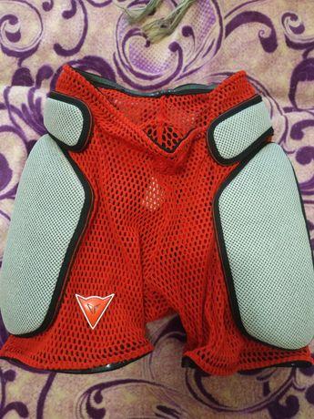 Защитные шорты Dainese