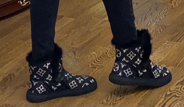 Продам очень красивые зимние ботинки