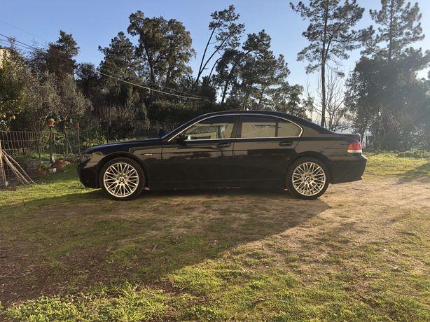 BMW 745i V8 333CV