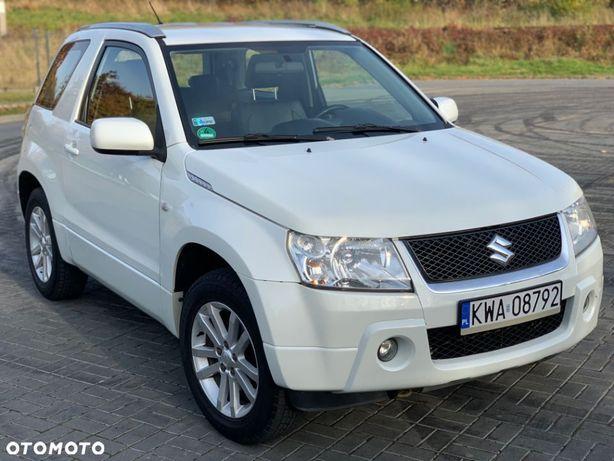 Suzuki Grand Vitara 4X4 Black and White