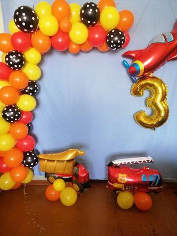 Продам фотозону(гирлянда из шариков, фольгированые шары и флажки)